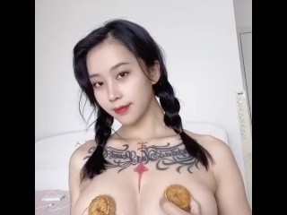 Mid Autumn's Day! Hot Chinese Girl Is Getting Candy On Her Huge Tits!! 【heyuzhang】